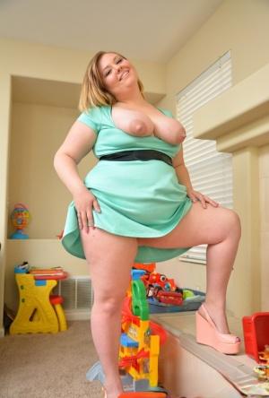 Chubby MILF Pics
