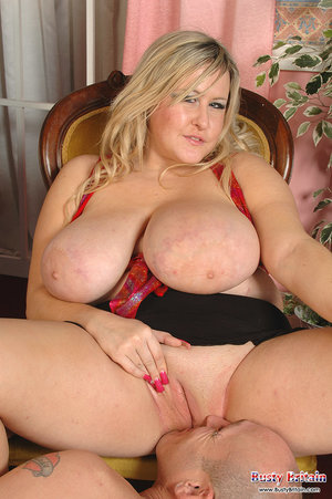 Chubby Pussy Eating Pics